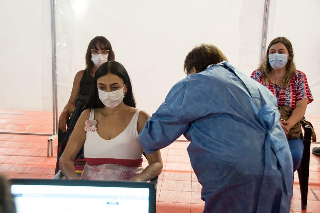 Peve-se-vacuna-contra-el-COVID19
